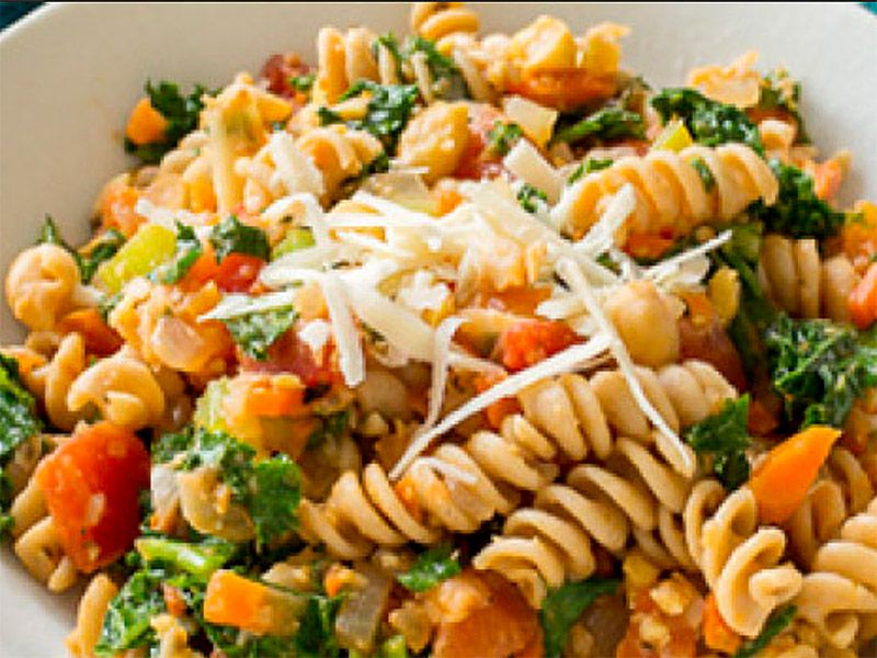 Pasta with Chickpeas, Tomato, and Spinach